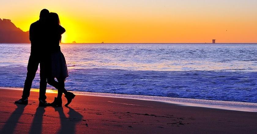 Couple on the beach | © Pixabay