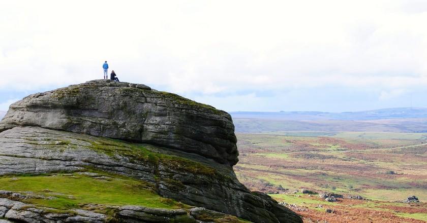 Couple on top of Haytor, Dartmoor | © Jenny-Bee/Flickr