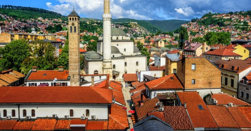 Old Town of Sarajevo with Gazi Husrev-beg Mosque and red tiled roofs of main bazaar, Bosnia and Herzegovina| © Boris Stroujko/Shutterstock