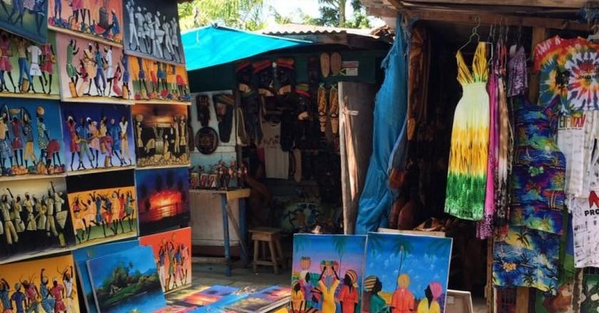 Paintings at a Jamaican craft market | © Visit Jamaica