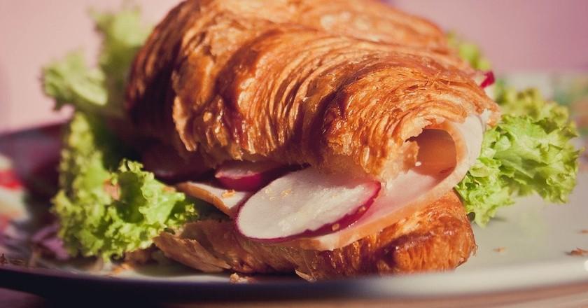 Croissant sandwich | © vanmarksman/Pixabay
