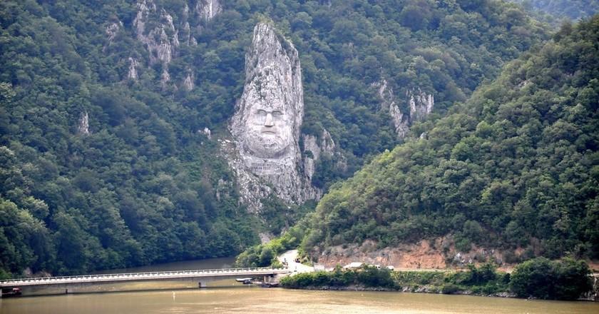 Decebal's statue carved on the Danube bank | © Janos Korom Dr. / Flickr