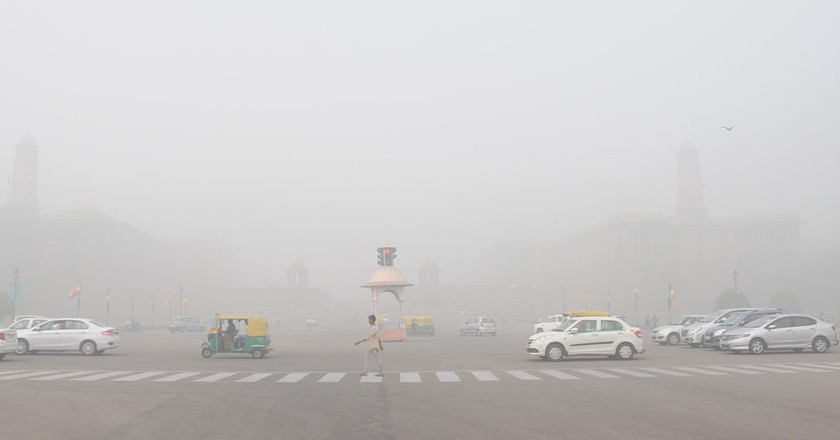 A view of Rajpath Avenue in Delhi where heavy smog and low visibility have made travel hazardous | © Shutterstock/Rex