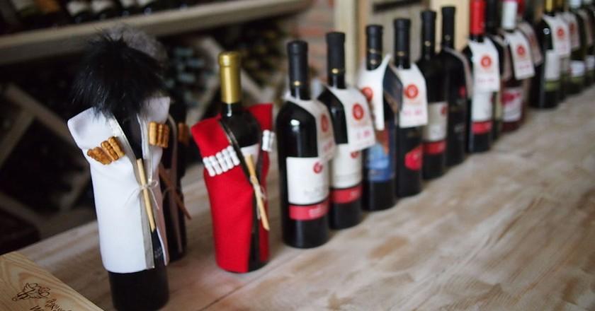 Georgian wine bottles | © tomasz przechlewski / WikiCommons