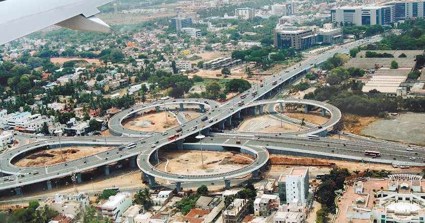 An aerial view of the Kathipara Flyover in Chennai, one of the largest clover-leaf interchanges in South Asia | © Guru C/Wiki Commons