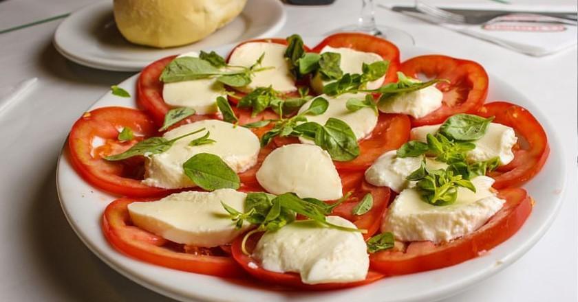 La Trattoria salad wth real mozzarella | (c) La Trattoria