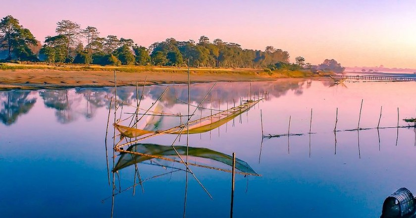 Traditional Chinese nets on the banks of Khekutia River which flows to the north of Majuli, India's largest river island | ©Udit Kapoor/Wiki Commons