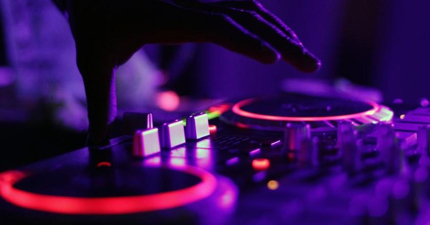 DJ   Marcela Laskoski/Unsplash