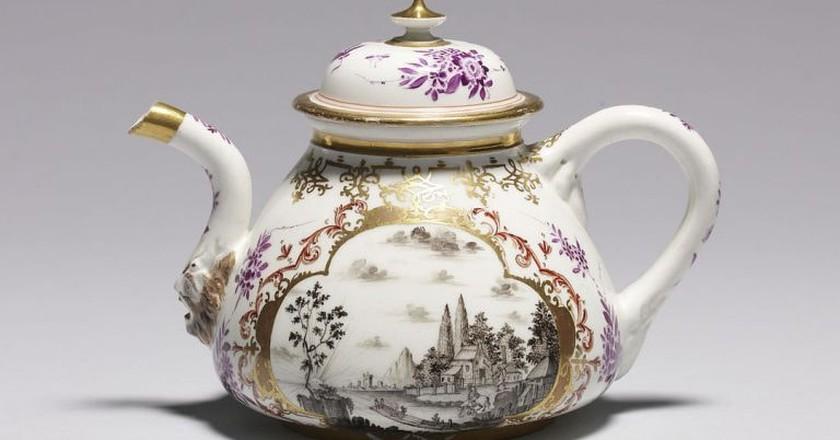 Meissen porcelain teapot   © Walters Art Museum / WikiCommons