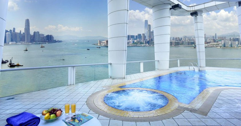 Sky high pool views | Courtesy of Metropark Causeway Bay