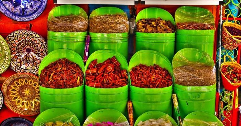Colourful Moroccan spices, sweets, and ceramics   © gavilla / Pixabay
