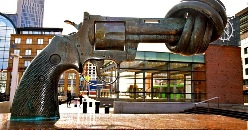Non-Violence statue   © Maria Eklind / Flickr