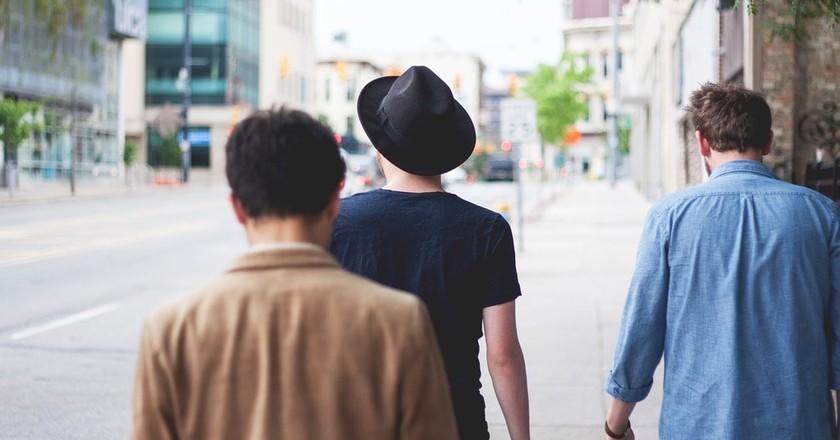 Men walking | © StockSnap / Pixabay