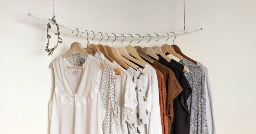 Rail of clothes   © Priscilla Du Preez / Unsplash