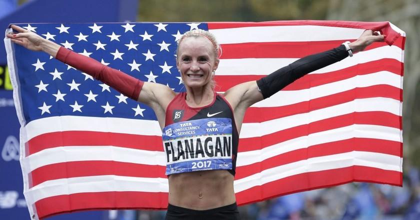 Shalane Flanagan celebrates winning the 2017 NYC Marathon | © AP/REX/Shutterstock