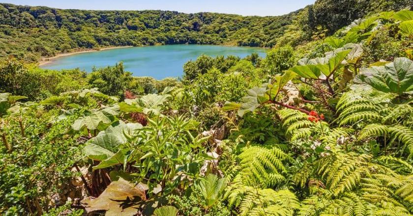Beautiful blue lake near the Poas volcano | © William Berry / Shutterstock