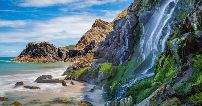 Waterfall, Tresaith Beach, Ceredigion,Cardigan, West Wales, UK © ESB Professional/Shutterstock