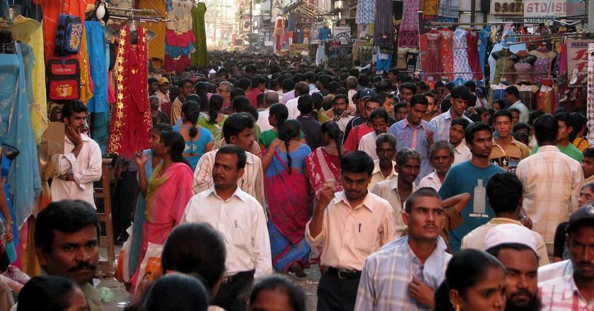 Crowds during peak shopping season at a thoroughfare in Chennai's shopping district, T Nagar | ©McKay Savage/Flickr