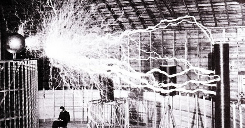 Tesla, just casually hanging out below some rampant electricity | © wikipedia
