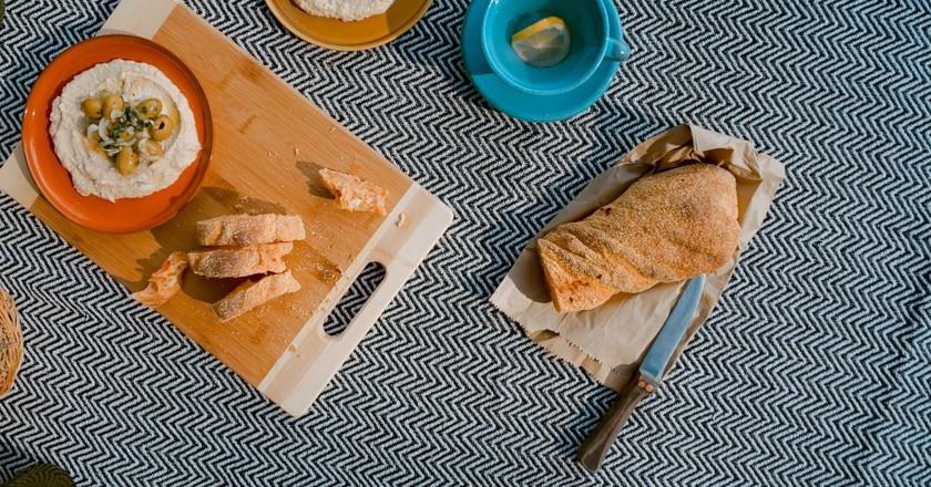 Delicious hummus | © Toa Heftiba / Unsplash