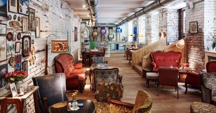 The cozy interior of the café |©Mark Glassner