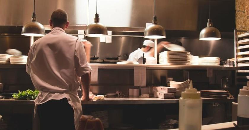 Chefs at work | © Michael Browning/Unsplash