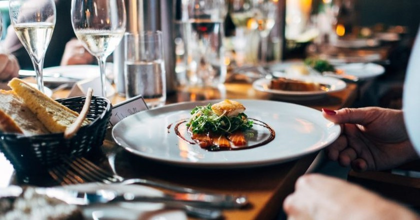 Fine dining in the Northern Rivers © Unsplash / Jay Wennington
