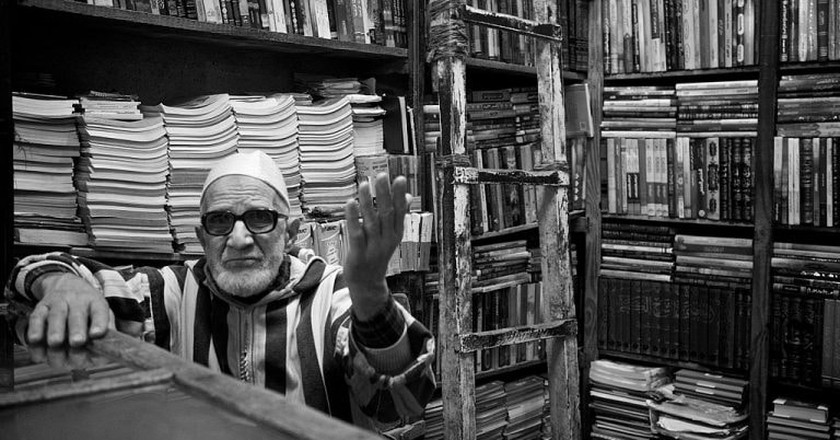 A bookseller in Morocco | © Thomas Leuthard / Wikimedia Commons
