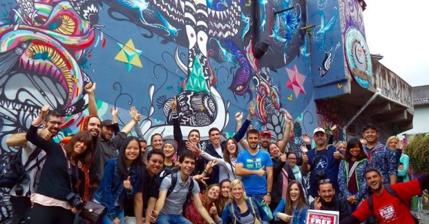 Happy walkers at Beco do Batman, Vila Madalena | © São Paulo Free Walking Tours