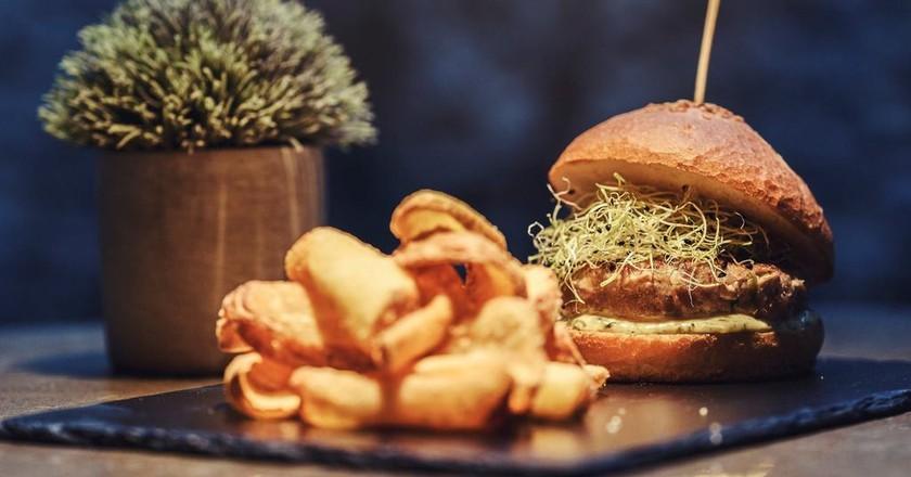 Tuna burger with lima and coriander mayo at Saona, Valencia