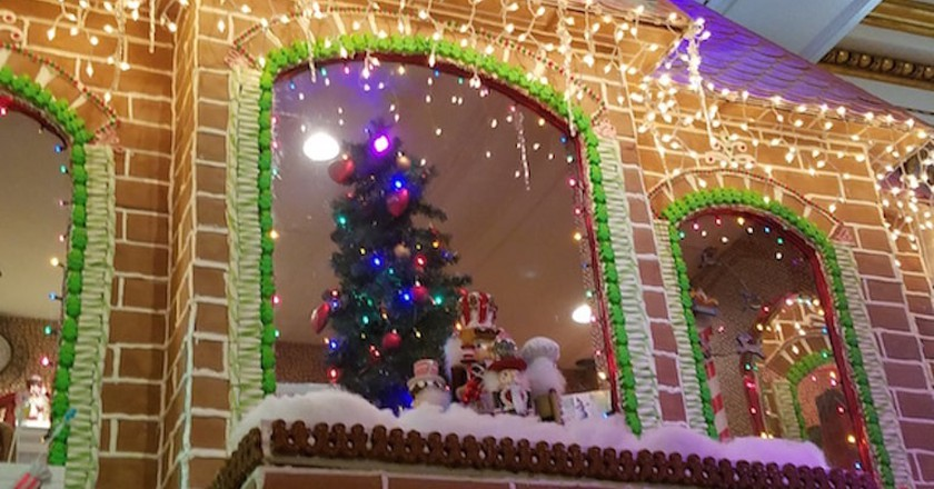 This American City Builds a Gigantic Gingerbread House Every Christmas