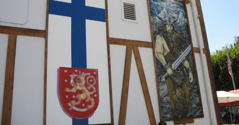 Finnish flag and Viking painting   © Russ / Flickr