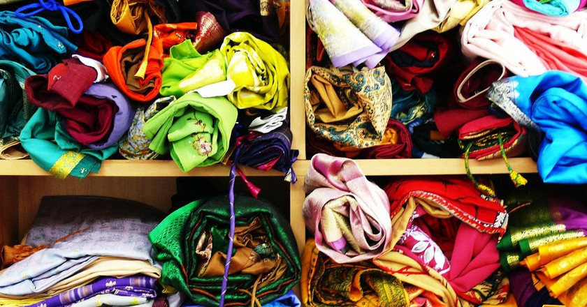 A colorful display of fabrics | © the-indie-cab/Flickr