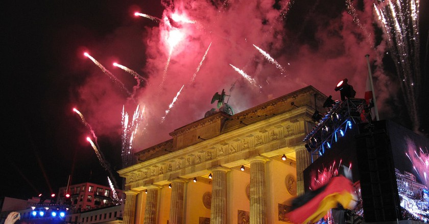 Fireworks illuminate Berlin's Brandenburg Gate | © U.S. Army Europe/Flickr