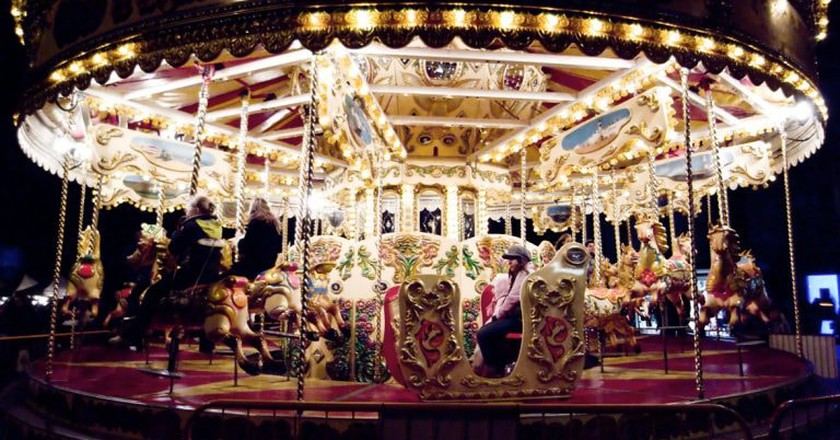 Carousel | © Angie Muldowney / Flickr.