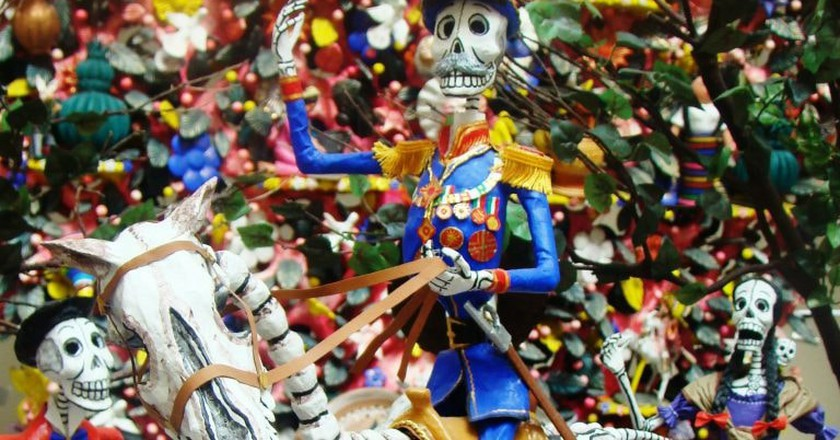 Mexican skeleton figurine | © Bomba Rosa / Flickr