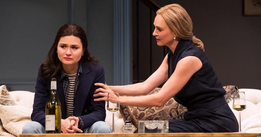 Philippa Soo (left) and Uma Thurman in 'The Parisian Woman' | © Matthew Murphy