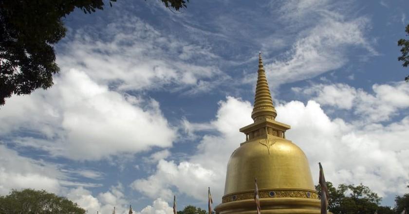 Golden Temple at Dambulla   © Mal B / Flickr