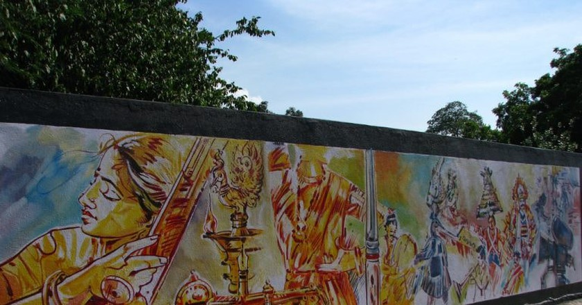 Murals on walls along Anna Salai/Mount Road in Chennai, India | ©Mckaysavage/Flickr