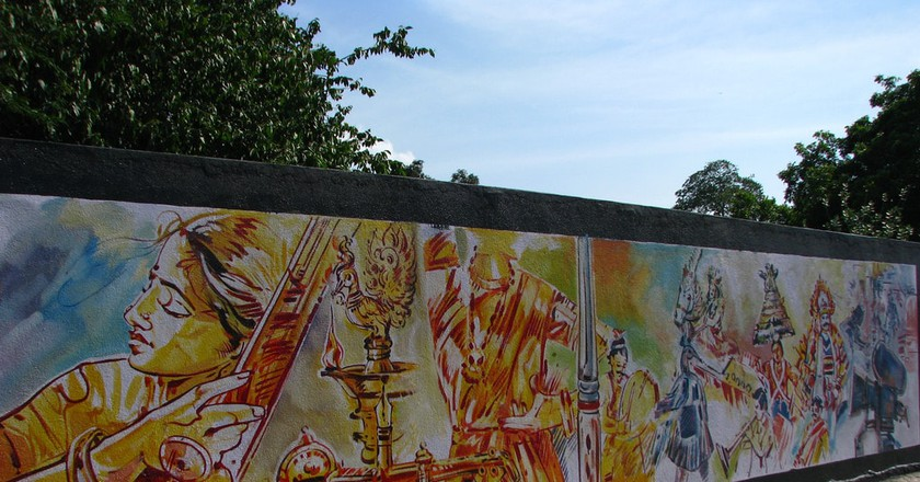 Murals on walls along Anna Salai/Mount Road in Chennai, India | ©Mckaysavage/Flickr