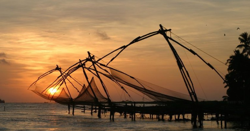 Chinese fishing nets at Fort Kochi Beach | © Brian Snelson / WikiCommons