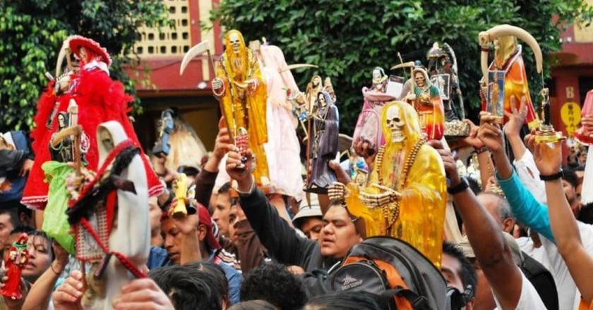 Followers of Santa Muerte │©  Thelmadatter / wikimedia