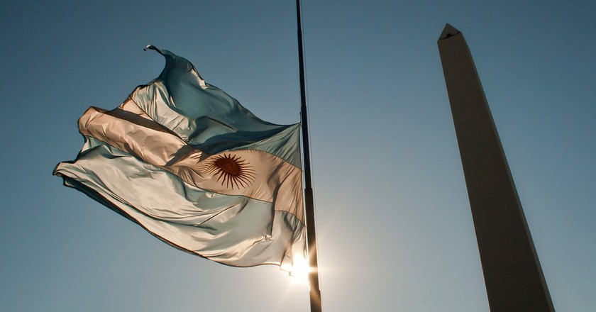 The Obeslico and the Argentine flag, Buenos Aires| © Hernán Piñera/Flickr