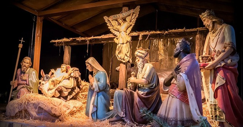 Father Christmas Nativity Scene Christmas Crib |© Maxpixel