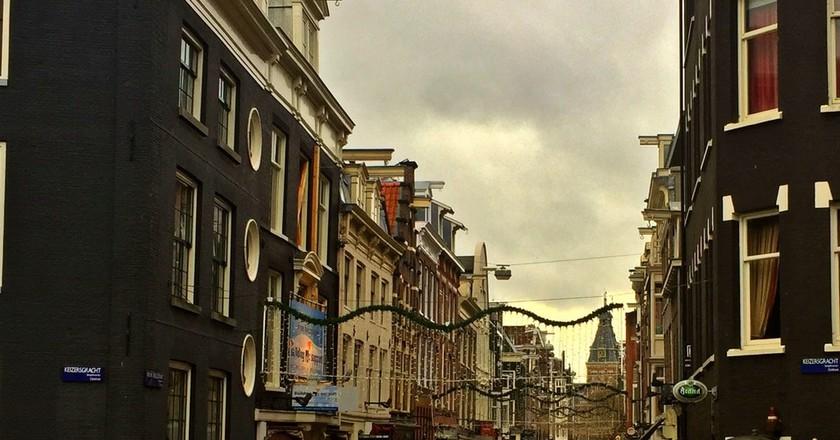 The Rijksmuseum visible through Nieuwe Spiegelstraat