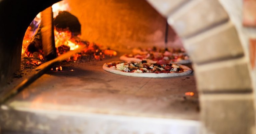 A wood-fired pizza oven | © tcameliastoian/Pixabay