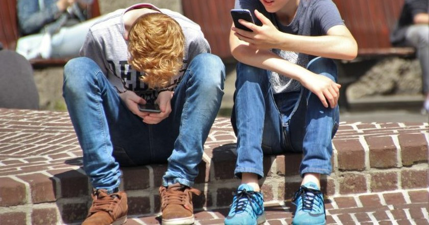 The French government is worried about tech-addicted teens | natureaddict/Pixabay
