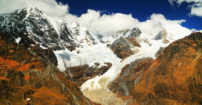 Trekking through the Cordiliera mountains   © Mikadun / Shutterstock