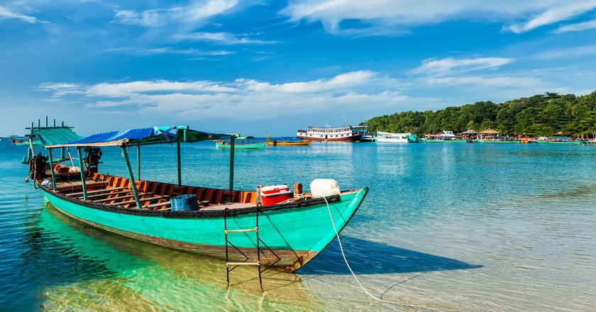 A boat in Sihnaoukville © DR Travel Photo and Video/ Shutterstock.com