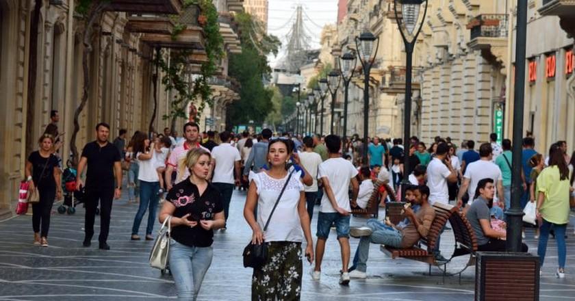 Crowded street on Nizami Street   © By Alizada Studios/Shutterstock